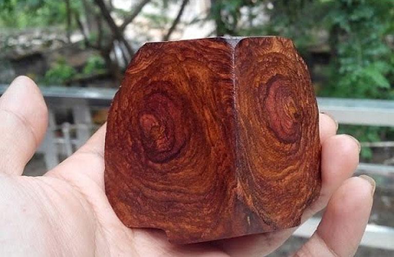 vòng tay gỗ sưa đỏ có tác dụng gì